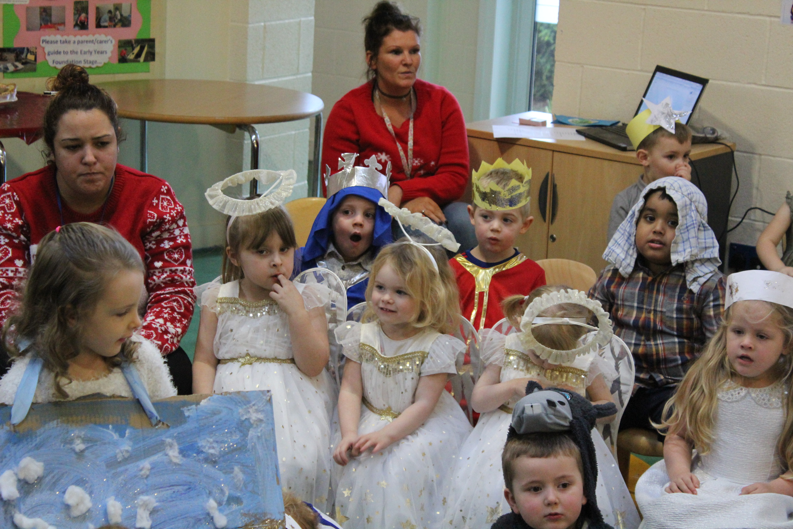 nursery-nativity-friday-16-12-16-13