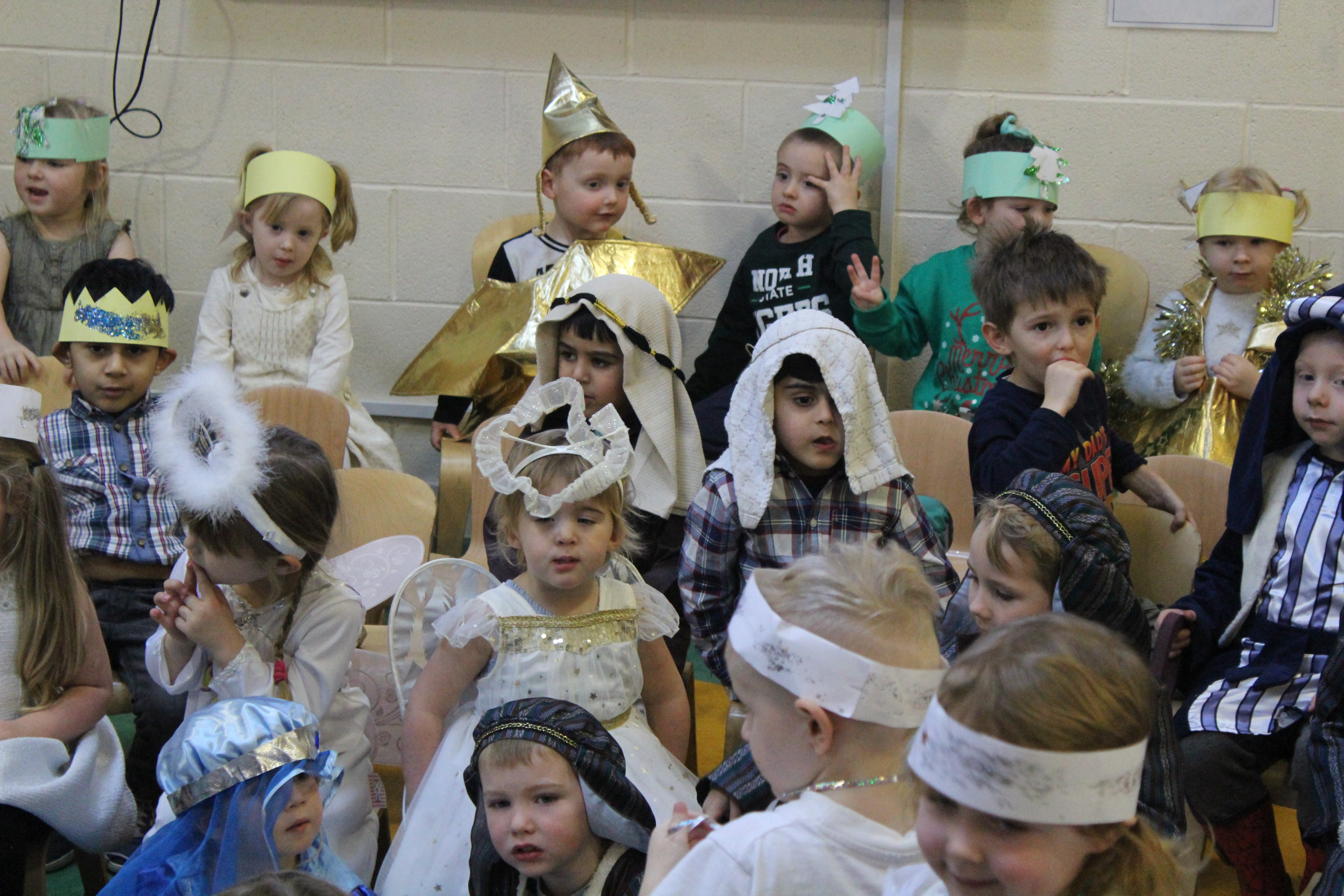 nursery-nativity-friday-16-12-16-14