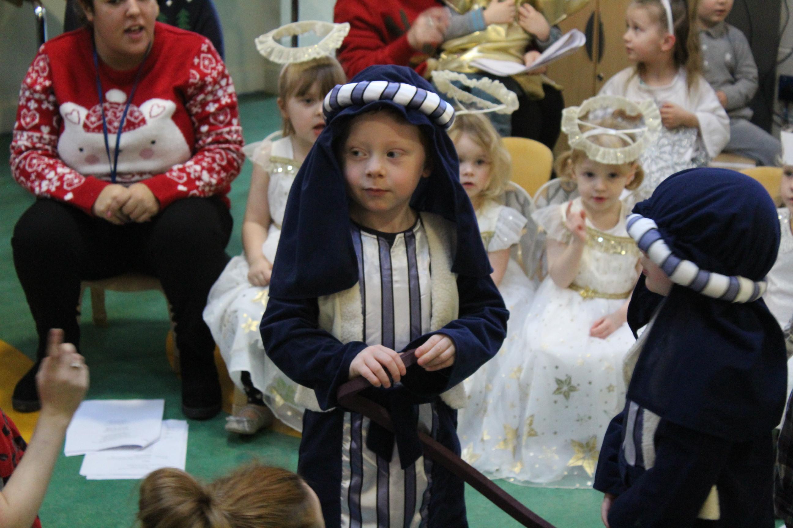 nursery-nativity-friday-16-12-16-25